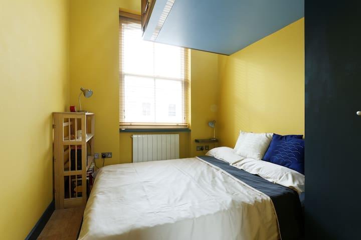 Sunny Double Bedroom and Loft Study - Londres - Casa