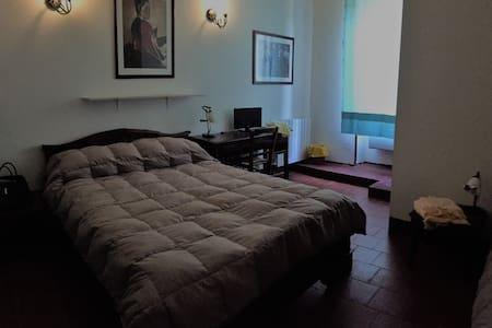 Matrimoniale con bagno in camera - Sassari - Appartement