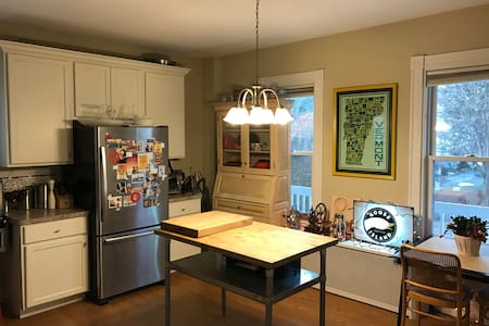 Cozy Boston Apartment in Roslindale - บอสตัน
