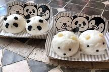 可愛らしいパンダまんで腹ごしらえしましょう!(1個300円/2個500円) / Let's stoke up with cute animal shaped steamed buns! (1 for 300 yen / 2 for 500yen)
