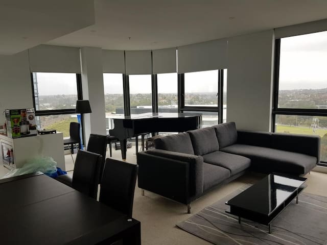 Stunning Apartment City & River View (Female Only)