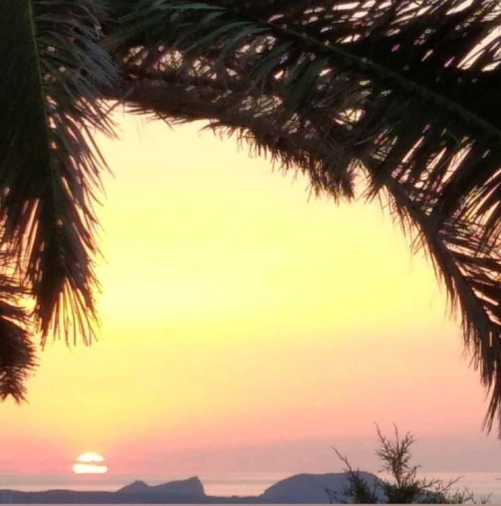 Milos Panoramic And Quiet Paradise! | White Room 1