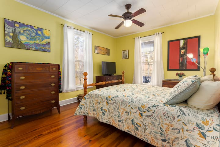 Comfy yellow room in historic district - Hillsborough - Casa