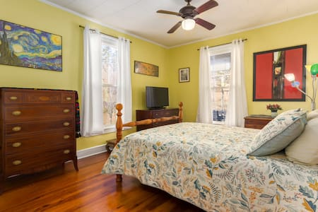 Comfy yellow room in historic district