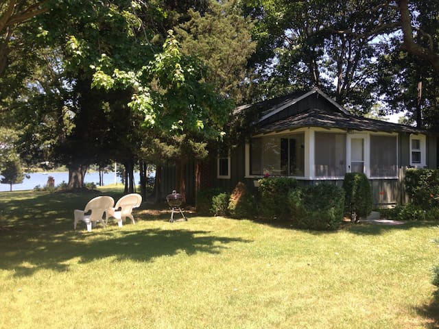 Charming Waterfront Cottage on Private Estate - Shelter Island - Cabaña