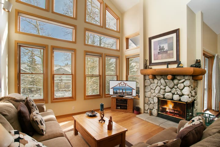 Bright & Roomy w/ Vaulted Ceilings Snowcreek #866