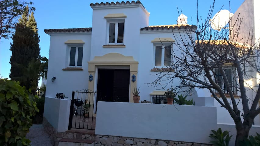 Stunning Townhouse in Marbella - Marbella - House