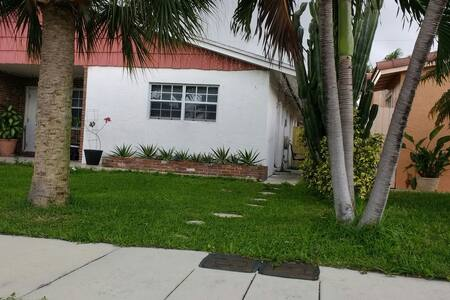 COZY PRIVATE 1BED ROOM 2 M TO BEACH - Pompano Beach - Bed & Breakfast