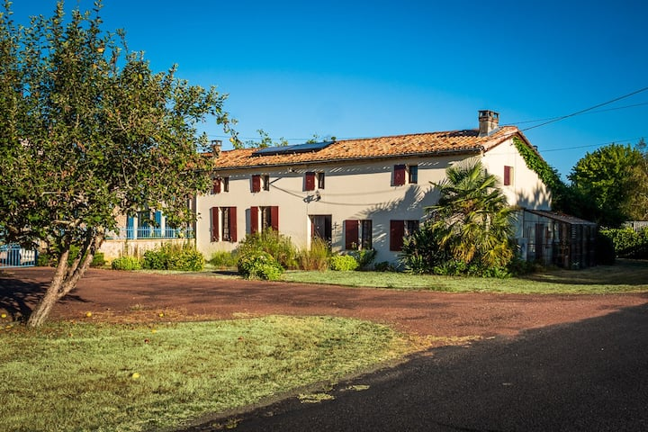 La Nauvrasse: charming country house with pool