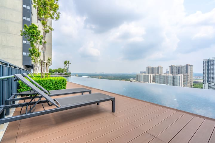 1BR Elite Abode in Cyberjaya | Pool-View
