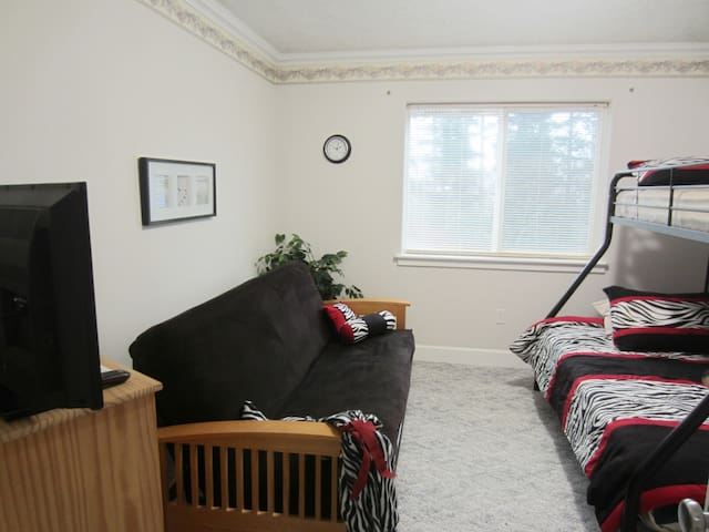 """FUN, """"ZEBRA"""" 2ND BEDROOM WITH FOREST VIEW. COMFY   FOLD OUT FUTON, AND DOUBLE BUNK BED. TOP IS SINGLE; BOTTOM IS DOUBLE. FLAT SCREEN, TOO"""