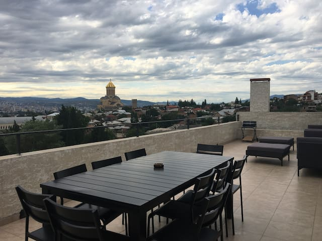 Loft with the magical terrace and the view - Tbilisi - Appartement