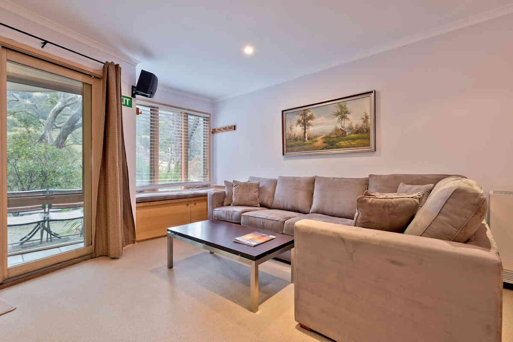 Lhotsky-Thredbo-Apartment-8-Living-Room