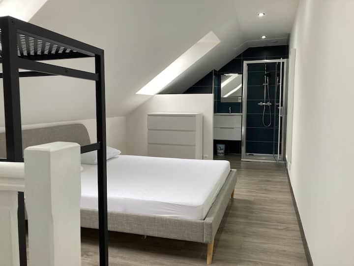 Belle chambre, salon et cuisine privatif