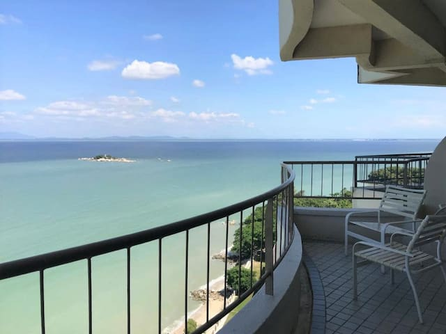 Breathtaking sea view, 2BR/6pax; Beach paradise