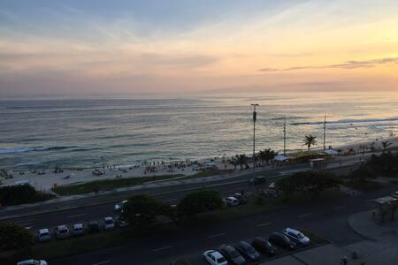 Melhor localização na praia da Barra da Tijuca! - Rio de Janeiro - Apartmen