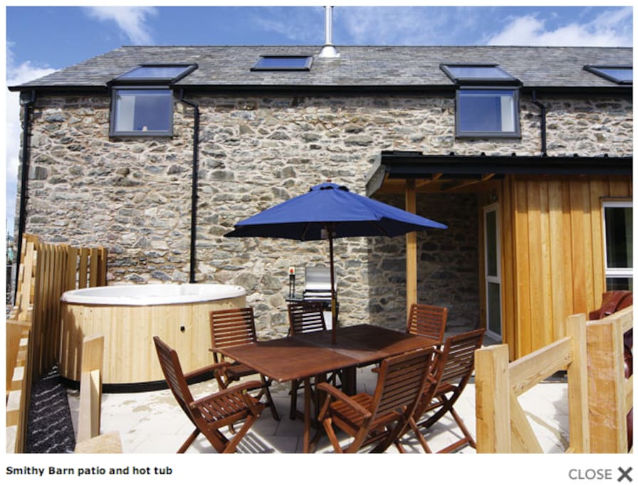 Smithy Barn patio area and hot tub.