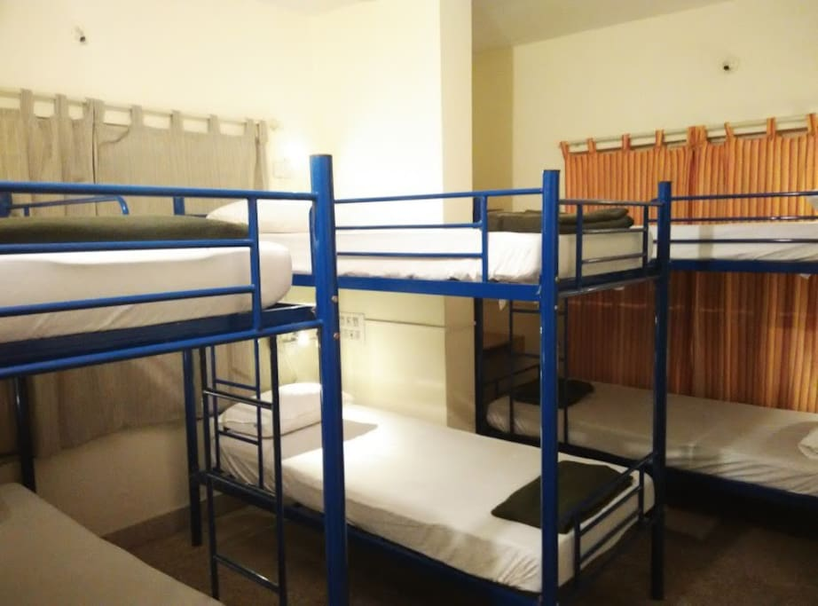 6-bed Mixed AC dorm