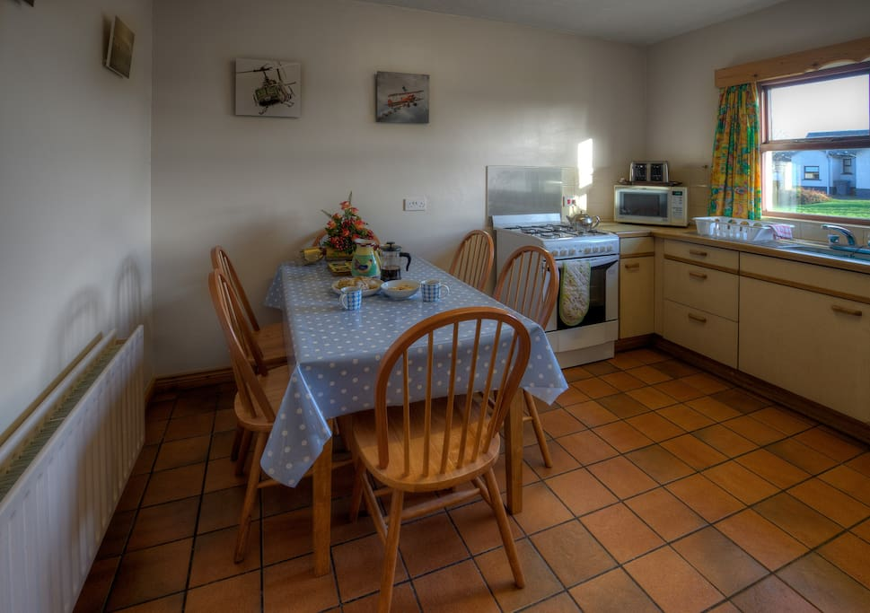 Spacious fully equipped kitchen in Pebble cottage