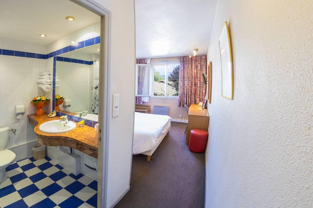 Salle de bain privative spacieuse