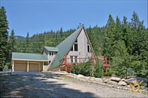 Modern lodge w/hot tub-15min to Leavenworth!!