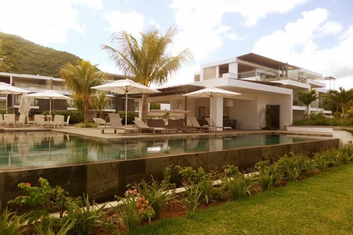 Latitude Luxury Beach Apartment - Black River - Daire