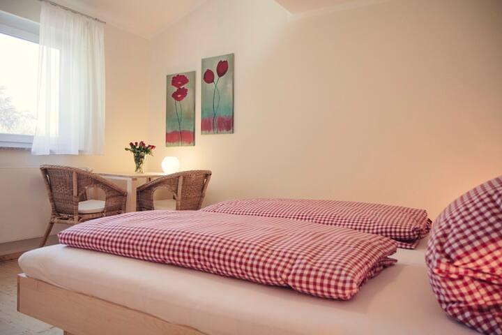 """Gästehaus am See """"Uferperle"""", (Uhldingen-Mühlhofen), Zimmer Teils mit Seeblick"""
