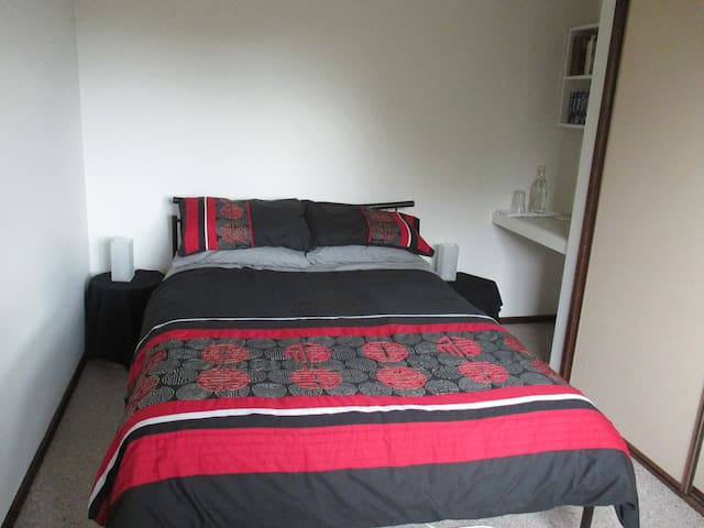 Comfy room in Oakleigh South Melbourne
