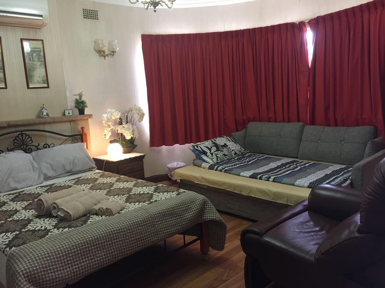 可放宽的沙发床