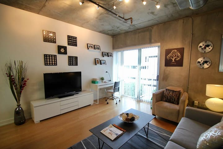Ideal Modern Studio Apartment in the Heart of DTLA