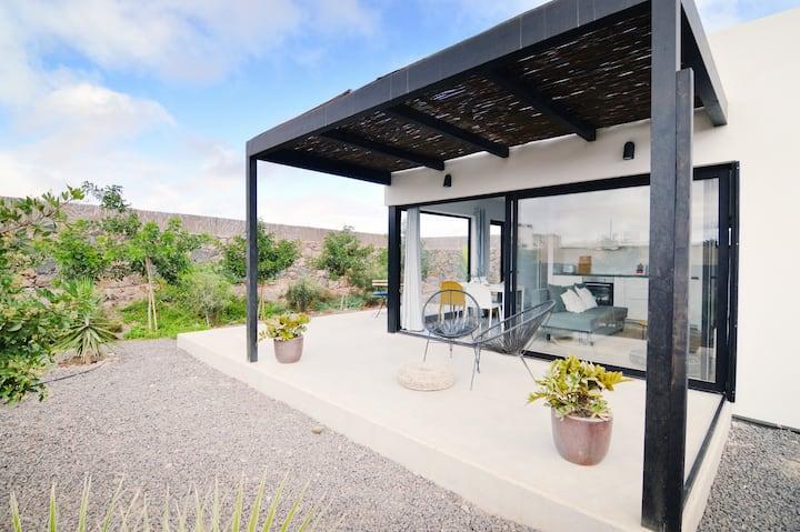 Bonita casa con jardín privado en Lajares