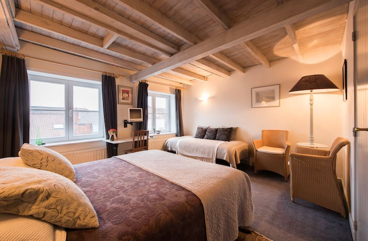 Cozy room in Dieltiens mansion/deal: 2nights+1free