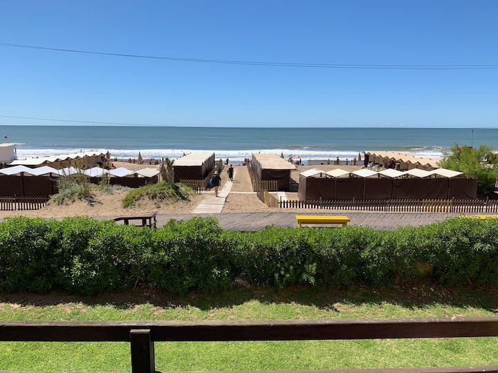 Depto Gesell sobre la playa vista única en centro