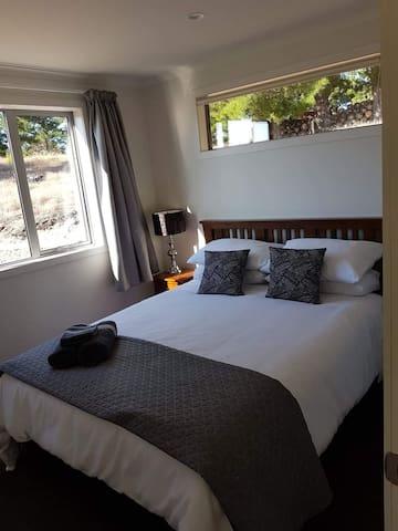 1st bedroom - queen size bed