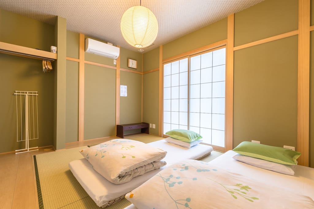 Japanese-style Twin room with shared bathroom [Max 2-3 people]