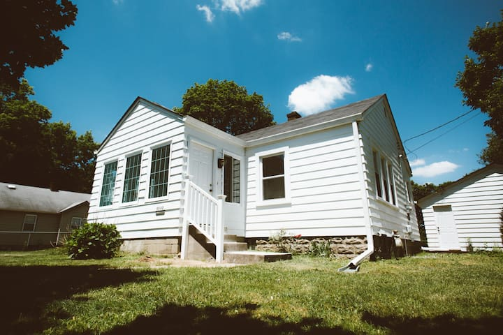 Renovated&Clean Speedway Bungalow *Locally-Owned*