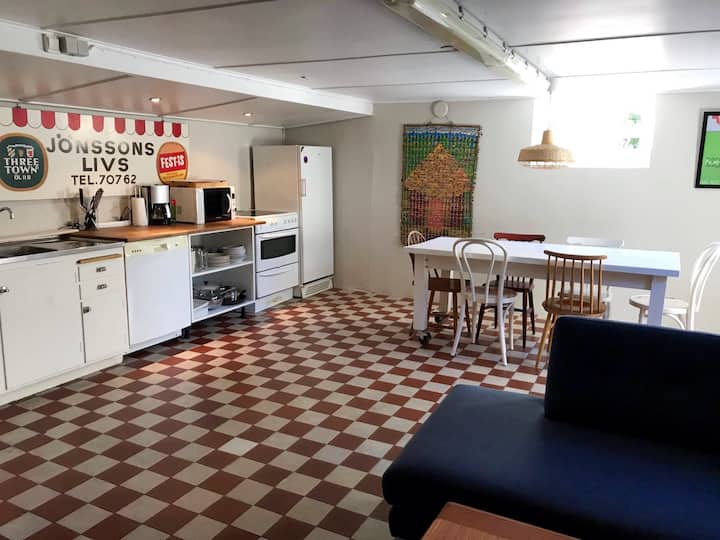 Trevlig källarlägenhet på Riviera i Båstad.