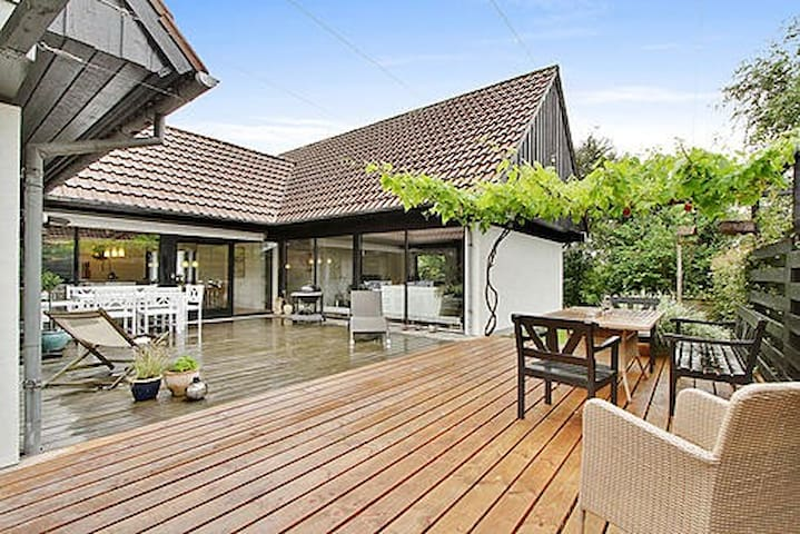 Mid century architectural house near woods - Silkeborg - Rumah