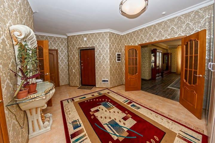 Шикарная, с красивым видом на Байтерек - Astana - Apartment