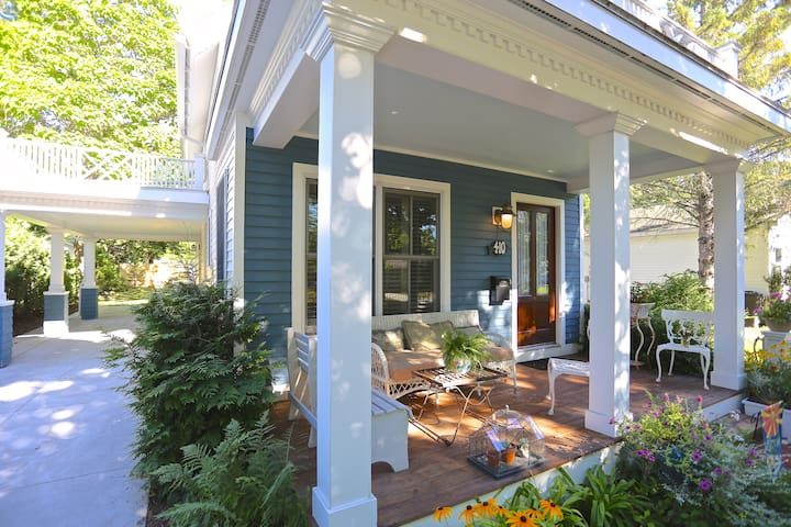 the cottage: cozy, dreamy lake home - Charlevoix - 一軒家