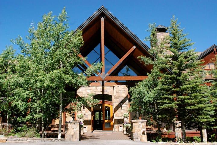 Bear Creek Lodge by Alpine Lodging Telluride - 1 Bedroom 1 Bath Hotel Room Sleeps 2