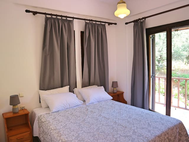 Cozy Traditional Apt Oliaria N3 2 mins to beach