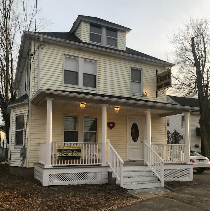 B3 Twin bed Clean+Quiet Private Bedroom Framingham