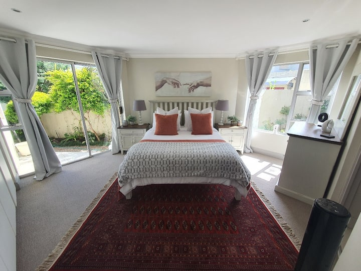 Attractive self contained cottage in Lonehill
