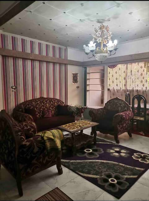 Lovely 2 bedrooms/3 beds with decorated reception