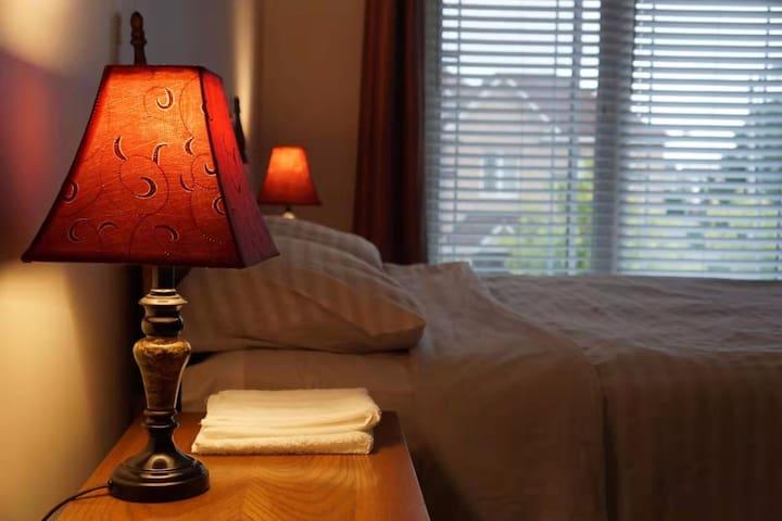 渥太华民宿家庭旅馆-高尚社区独栋别墅30平米豪华主卧套房带独立卫生间