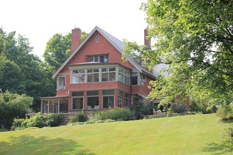 Pinehurst Manor/Waterfront