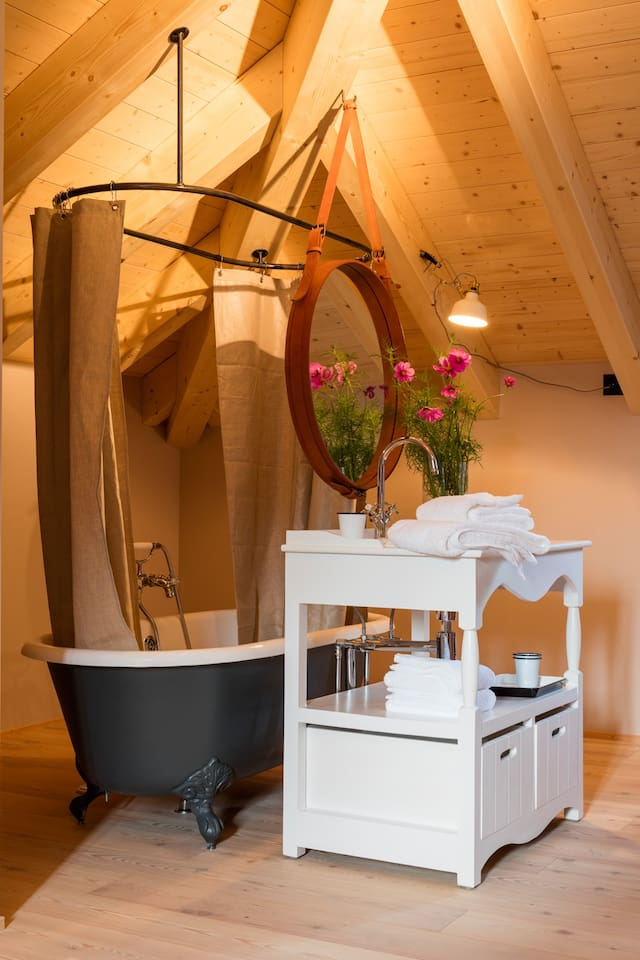 English bathroom with free standing bathtub and Molton Brown London care products.