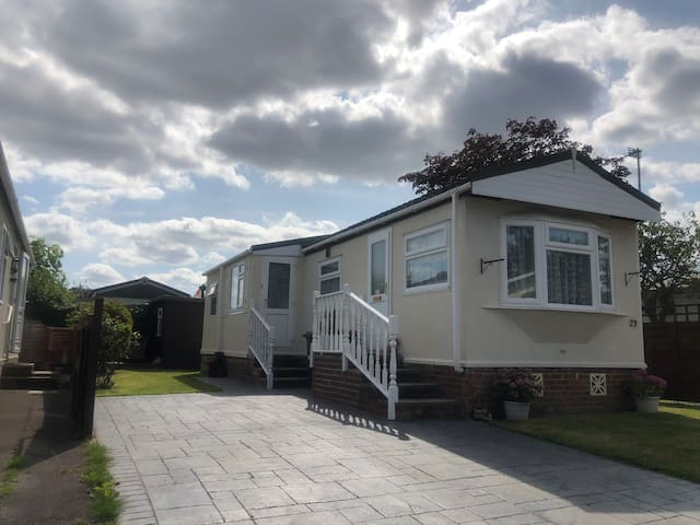 Quaint Mobile Home in Hedge End Southampton