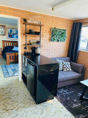 Pimped up Granny Flat ... right on the border!